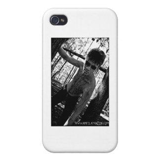 Bosque de los Undead en abril Taylor iPhone 4 Coberturas