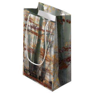 Bosque de niebla místico en otoño bolsa de regalo pequeña