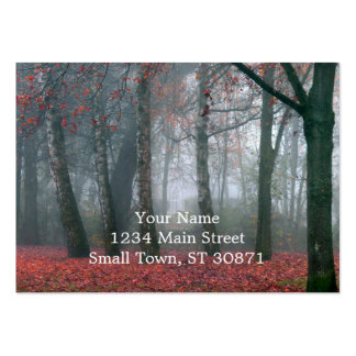 Bosque del otoño con paisaje rojo de tarjetas de visita grandes