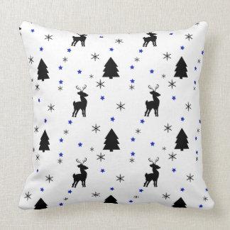 Bosque del pino del reno almohada