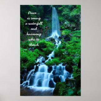 Bosque hermoso de la cascada de la paz agradecida  póster