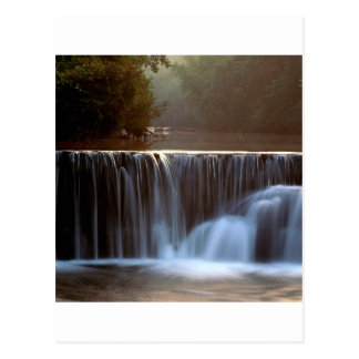 Bosque natural Arkansas de Ozark de la presa del Postal