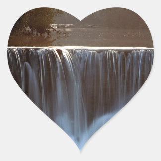 Bosque natural de Ozark de la presa del agua Pegatina En Forma De Corazón