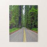 Bosque y carretera de la secoya de California Rompecabeza Con Fotos