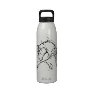 Bosquejo artsy de la cabeza de caballo botellas de beber