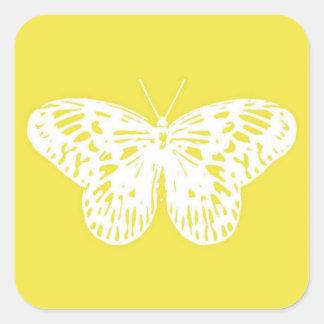 Bosquejo de la mariposa, amarillo de la mostaza y pegatina cuadrada
