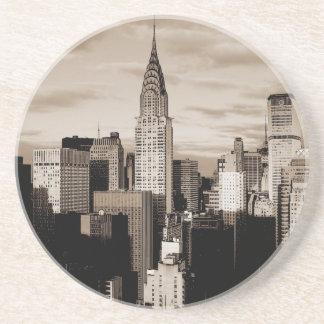 Bosquejo de la tinta de New York City de la sepia Posavasos Cerveza