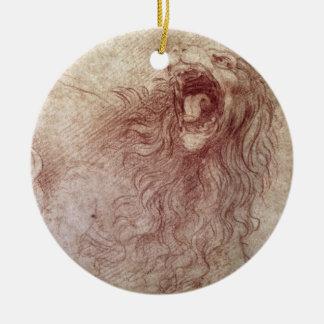 Bosquejo de un león del rugido (tiza roja en el adorno navideño redondo de cerámica