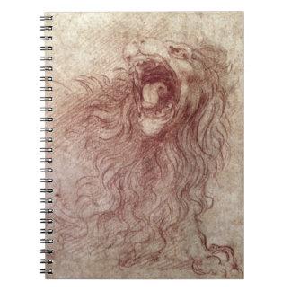 Bosquejo de un león del rugido (tiza roja en el pa libreta
