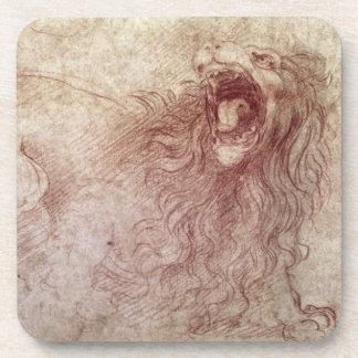 Bosquejo de un león del rugido (tiza roja en el pa posavasos de bebida