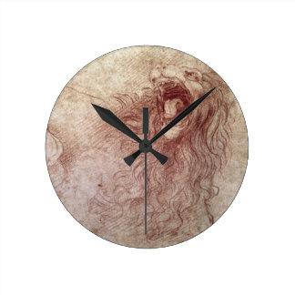 Bosquejo de un león del rugido (tiza roja en el pa reloj redondo mediano