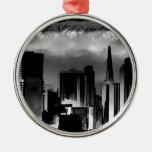 Bosquejo del horizonte de Chicago en blanco y negr Adornos De Navidad