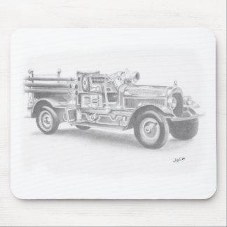 bosquejo dibujado mano del coche de bomberos del tapetes de ratón