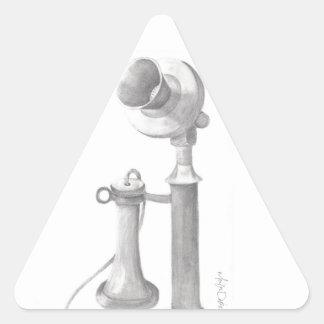 bosquejo dibujado mano del teléfono del vintage pegatina triangular