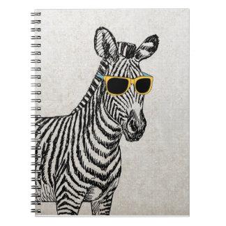 Bosquejo divertido lindo fresco de la cebra con lo notebook