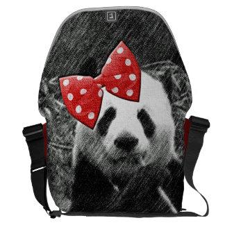 Bosquejo monocromático de la panda con el arco roj bolsa de mensajeria