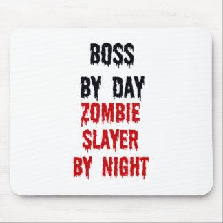 Boss del asesino del zombi del día por noche mousepads