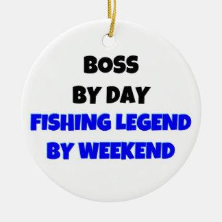 Boss por leyenda de la pesca del día por fin de adorno navideño redondo de cerámica