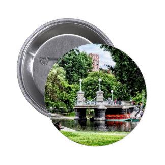 Boston mA - Puente del jardín público de Boston Pin Redondo De 2 Pulgadas