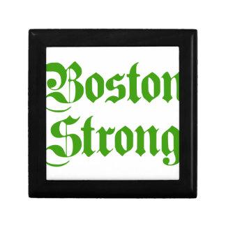 boston-strong-pl-ger-green.png cajas de recuerdo