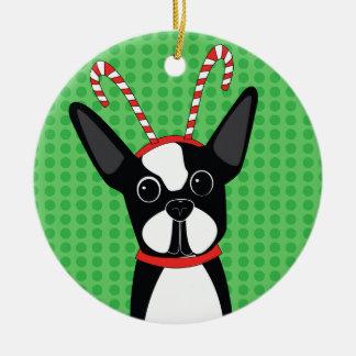 Boston Terrier con el ornamento de la venda del Adornos De Navidad