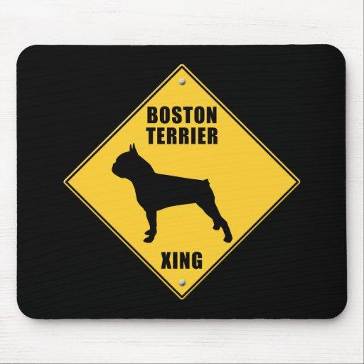 Boston Terrier que cruza la muestra (XING) Mousepads