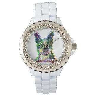 Boston Terrier que pinta el reloj de las mujeres