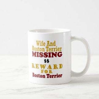 Boston Terrier y recompensa que falta de la esposa Taza Clásica