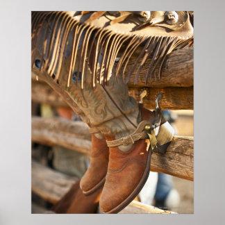 Botas de vaquero en la cerca 2 impresiones