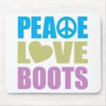 Botas del amor de la paz alfombrillas de ratón