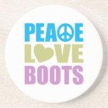 Botas del amor de la paz posavasos diseño