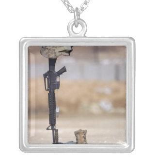Botas rifle placas de identificación y casco pr pendientes personalizados