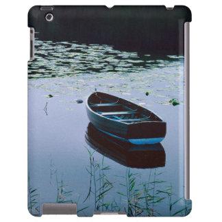 Bote de remos en el pequeño lago rodeado por el ag funda para iPad