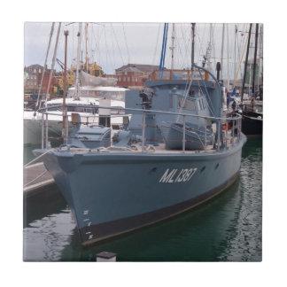 Bote patrulla de la Segunda Guerra Mundial Azulejo Cuadrado Pequeño