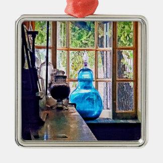 Botella azul del boticario adorno navideño cuadrado de metal