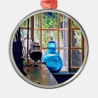 Botella azul del boticario adorno navideño redondo de metal
