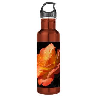 Botella color de rosa amarilla y anaranjada