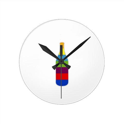 Botella con las tiras coloridas relojes de pared