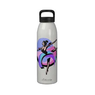 Botella de agua abstracta del bailarín