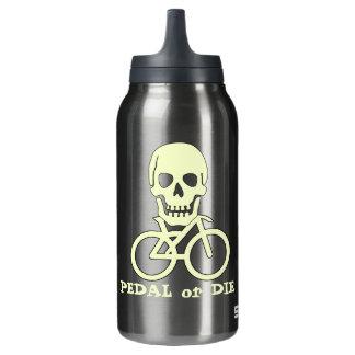 Botella de agua alegre del ciclista del pirata de