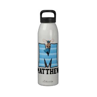 """Botella de agua azul del monograma """"M"""" del niño"""