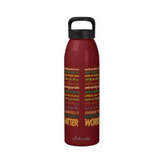 Botella de agua de la materia de las palabras