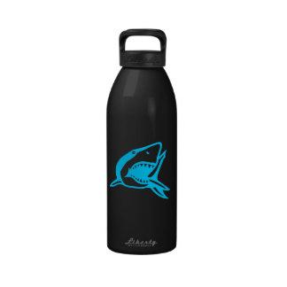 Botella de agua de los tiburones