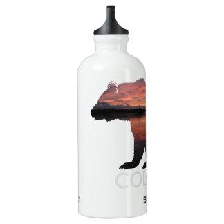 Botella de agua del oso el | de la puesta del sol