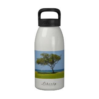 Botella de agua hawaiana del árbol
