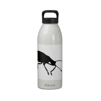Botella de agua negra del arte pop del escarabajo
