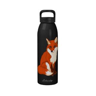 Botella de agua que se sienta linda del Fox