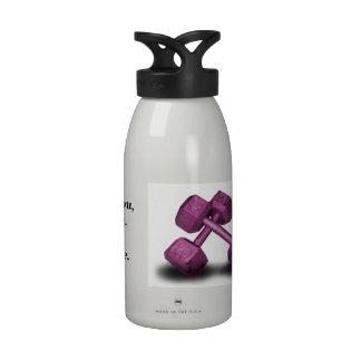Botella de agua rosada de las pesas de gimnasia