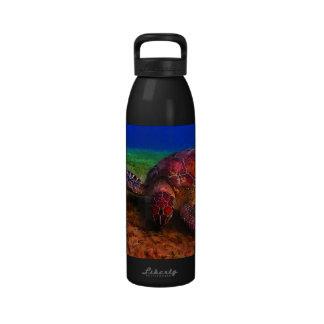 Botella de agua solitaria de la tortuga de mar