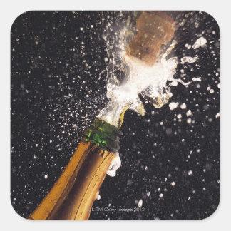 Botella de estallido del champán pegatina cuadrada
